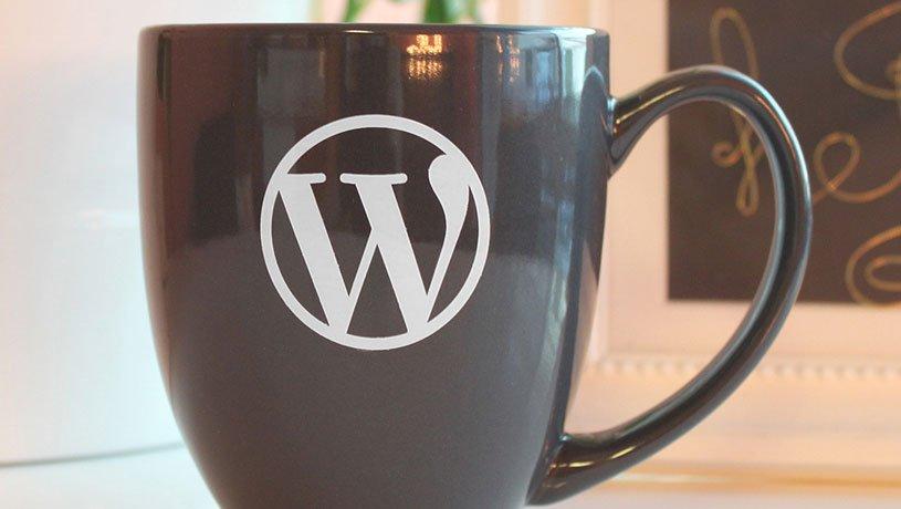 Stolz präsentiert von WordPress entfernen